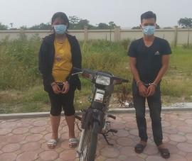 Cô gái 16 tuổi cùng bạn trai đi cướp xe ôm