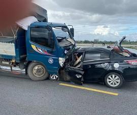 Nguyên nhân ô tô con tông trực diện xe tải khiến 3 người tử vong