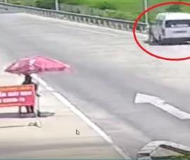 Sợ bị xử phạt, tài xế ô tô ủi CSGT trên cao tốc rồi tăng ga bỏ chạy