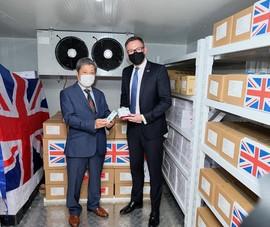 Việt Nam tiếp nhận 415.000 liều vaccine COVID-19 do Chính phủ Anh tài trợ