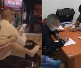 Thanh niên thả 2 tay bấm điện thoại, bạn gái ngồi sau dùng chân điều khiển xe