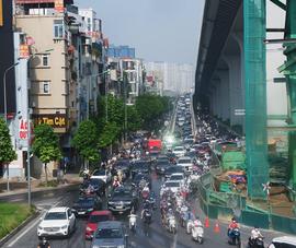 Hà Nội ngày đầu bỏ giấy đi đường, phố xá đông nghịt người xe