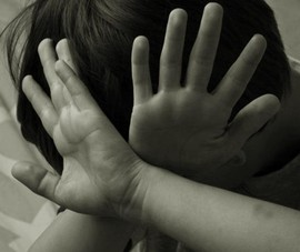 Gã bệnh hoạn lẻn vào trường tiểu học xâm hại 3 bé gái