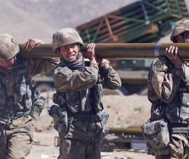 Trung Quốc chuyển thêm vũ khí và nhiều lần tập trận đêm gần biên giới với Ấn Độ