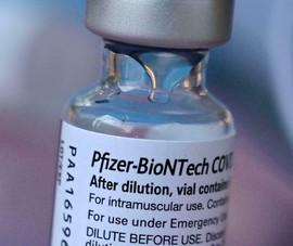 FDA Mỹ cấp phép tiêm vaccine của Pfizer-BioNTech mũi 3 cho nhóm nguy cơ cao