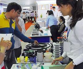 'Sống khỏe' nhờ làm linh kiện cho Nhật