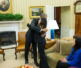 TT Obama cảm ơn y tá Nina Phạm