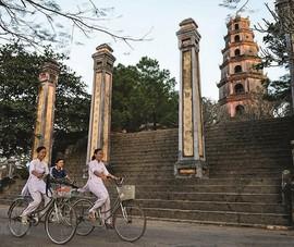 Nhiếp ảnh gia Pháp ra mắt sách ảnh chùa Việt Nam