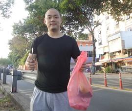 Chàng thanh niên Nhật nhặt rác ở kênh Nhiêu Lộc