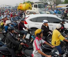 Cấm xe máy: Cần giải pháp 'kéo và đẩy'