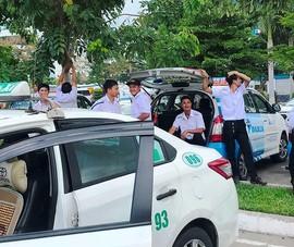 Hiệp hội Taxi Đà Nẵng đòi khởi kiện Grab