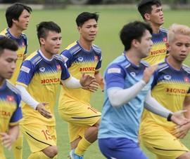 Công Phượng đến Bangkok lập tức thu hút báo chí Thái Lan