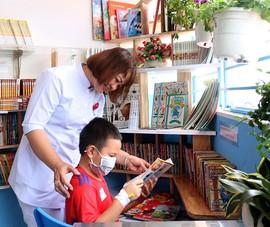 Điều dưỡng bỏ tiền túi lập góc đọc sách cho bệnh nhi