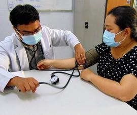 Tốt nghiệp bác sĩ nhiều năm nhưng vẫn hưởng lương y sĩ
