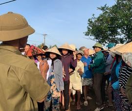 Quà cứu trợ: Trách nhiệm nặng vai trưởng thôn