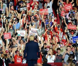 Ông Trump và lời hứa 'làm nước Mỹ vĩ đại' dang dở