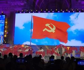 Các nghệ sĩ nổi tiếng hát chào mừng Đại hội Đảng