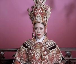 Video: Hoa hậu Khánh Vân hóa thân thành thái hậu Dương Vân Nga