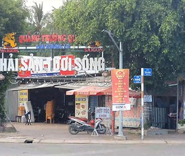 Video: 'Nhà đinh' chắn giữa đường ở TP Bạc Liêu