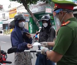 Video: Công an Đà Nẵng kiểm tra ngẫu nhiên người đi đường