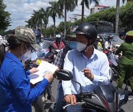 Video: Đà Nẵng linh động xét giấy đi đường để tránh ùn ứ tại chốt kiểm soát