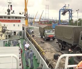 Người dân TP.HCM ấm lòng trước hỗ trợ thiết thực của chiến sĩ hải quân