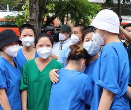 Video: Xúc động ngày các nữ tu chia tay bệnh viện Hồi sức chuyên sâu COVID-19