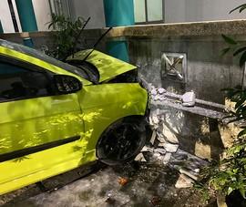 Ô tô tông xe cấp cứu, 3 người bị thương