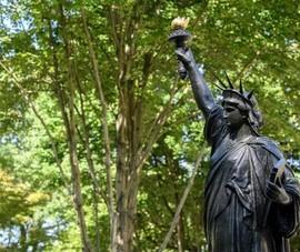 Ra mắt 'em gái' Nữ thần Tự do tại tư dinh Đại sứ Pháp ở Mỹ