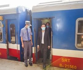 Bộ trưởng giao thông thị sát bến xe, ga tàu
