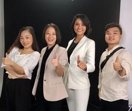 Hoa hậu Hoàn vũ H'hen Niê tuyên truyền về chống buôn bán người