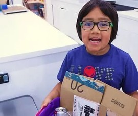Cậu bé 8 tuổi có thu nhập 'khủng' nhất năm 2019 từ YouTube