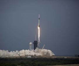 SpaceX đưa thành công phi hành gia Mỹ lên vũ trụ sau 10 năm