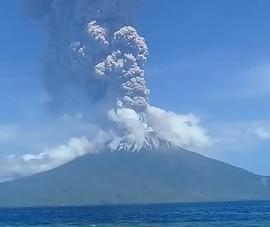 VIDEO: Núi lửa phun trào, dân Indonesia hoảng loạn tháo chạy