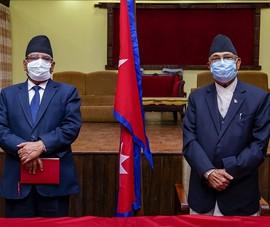 3 cựu thủ tướng cùng biểu tình phản đối chính phủ đương nhiệm