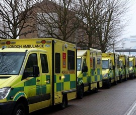 Số ca mắc COVID-19 tăng, Anh kích hoạt lại bệnh viện dã chiến