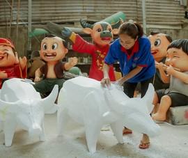 Bên trong xưởng tạo hình linh vật cho đường hoa Nguyễn Huệ