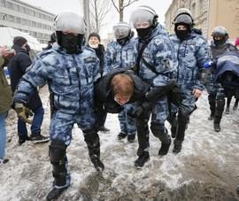 Cảnh sát Nga bắt hơn 5.000 người biểu tình đòi thả ông Navalny