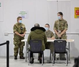 Mỹ triển khai 1.100 binh sĩ hỗ trợ chủng ngừa COVID-19