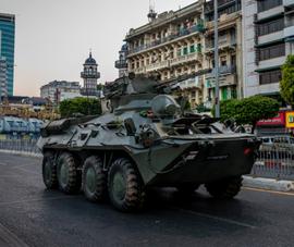 Myanmar: Xe bọc thép xuất hiện, Đại sứ quán Mỹ cảnh báo