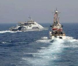 Tàu chiến Mỹ bắn cảnh cáo tàu Iran ở eo biển Hormuz