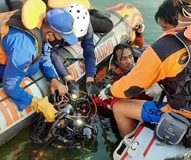 Indonesia: Thuyền lật vì khách chụp ảnh tự sướng, 7 người chết