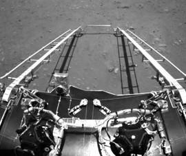 Tàu thăm dò Trung Quốc gửi về ảnh chụp trên sao Hỏa