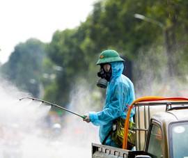 Cận cảnh binh đoàn phun hóa chất diệt khuẩn tại Gò Vấp