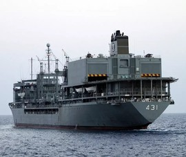 Tàu lớn nhất của hải quân Iran cháy, chìm gần eo biển Hormuz