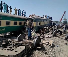 Kinh hoàng 2 tàu hỏa tông nhau ở Pakistan, ít nhất 37 người chết
