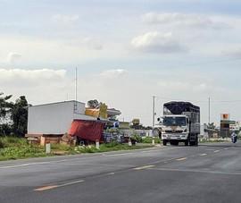 Cận cảnh những công trình lấn chiếm đường dẫn cầu Vàm Cống