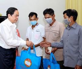 Ông Trần Thanh Mẫn tặng quà Tết ở Cần Thơ, Hậu Giang
