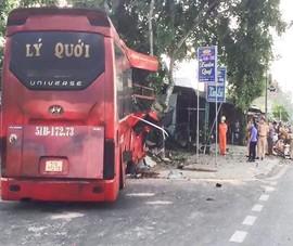 Xe khách tông vào đoàn xe đạp, 7 người thương vong