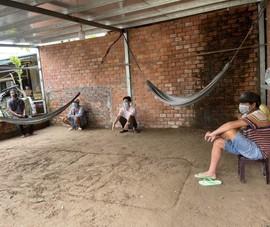Nhóm người chạy vỏ lãi đến vùng dịch tụ tập, có biểu hiện đá gà ăn tiền